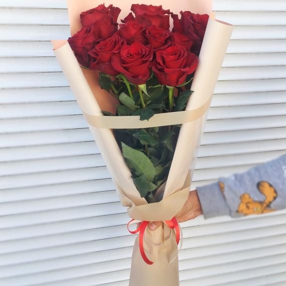 11 Импортных роз в упаковке.